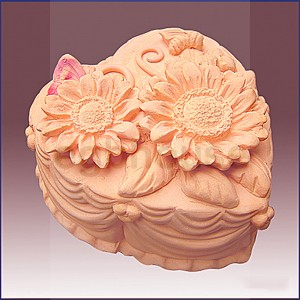 Heart Shape Sunflower Cake - Detail of high relief sculpture