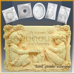 Sweet Friends - Detail of high relief sculpture - Food grade